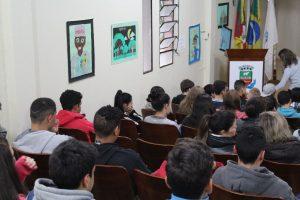 Alunos da Rede Municipal realizam atividades com autora Luciana Lhullier