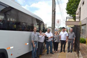 Prefeitura adquire micro-ônibus com equipamentos para embarque e desembarque de cadeirante para Secretaria da Saúde
