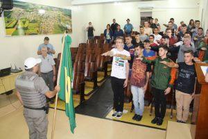 Dispensados da Classe de 2000 prestam seu Juramento a Bandeira