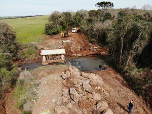 Secretaria de Obras constrói ponte provisória em Posse São Miguel